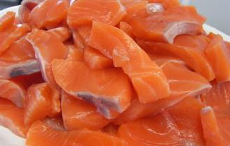 Свежее цельное филе лосося